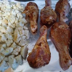 Seasoned chicken legs and cauliflower