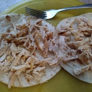 Chicken placed on tortillas