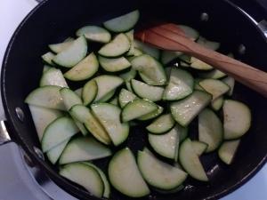 Zucchini in pan