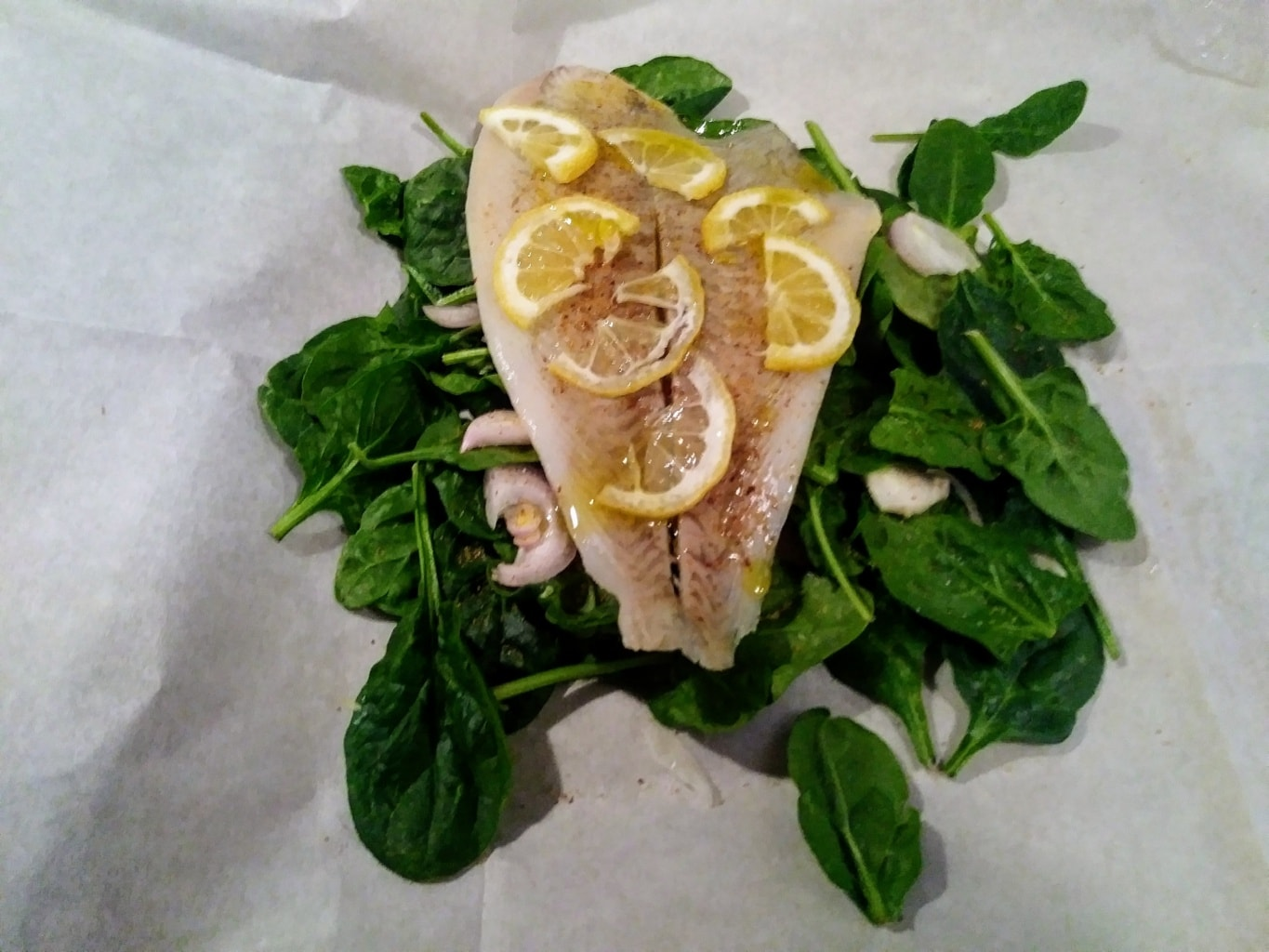 Spinach, shallot, sole, and lemon slices